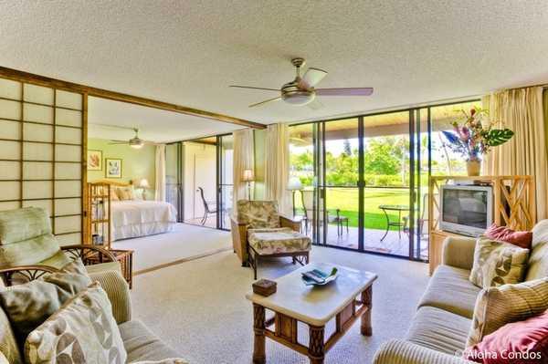 Keauhou kona surf and racquet club condo 7 102 2 bedroom for Living room 102